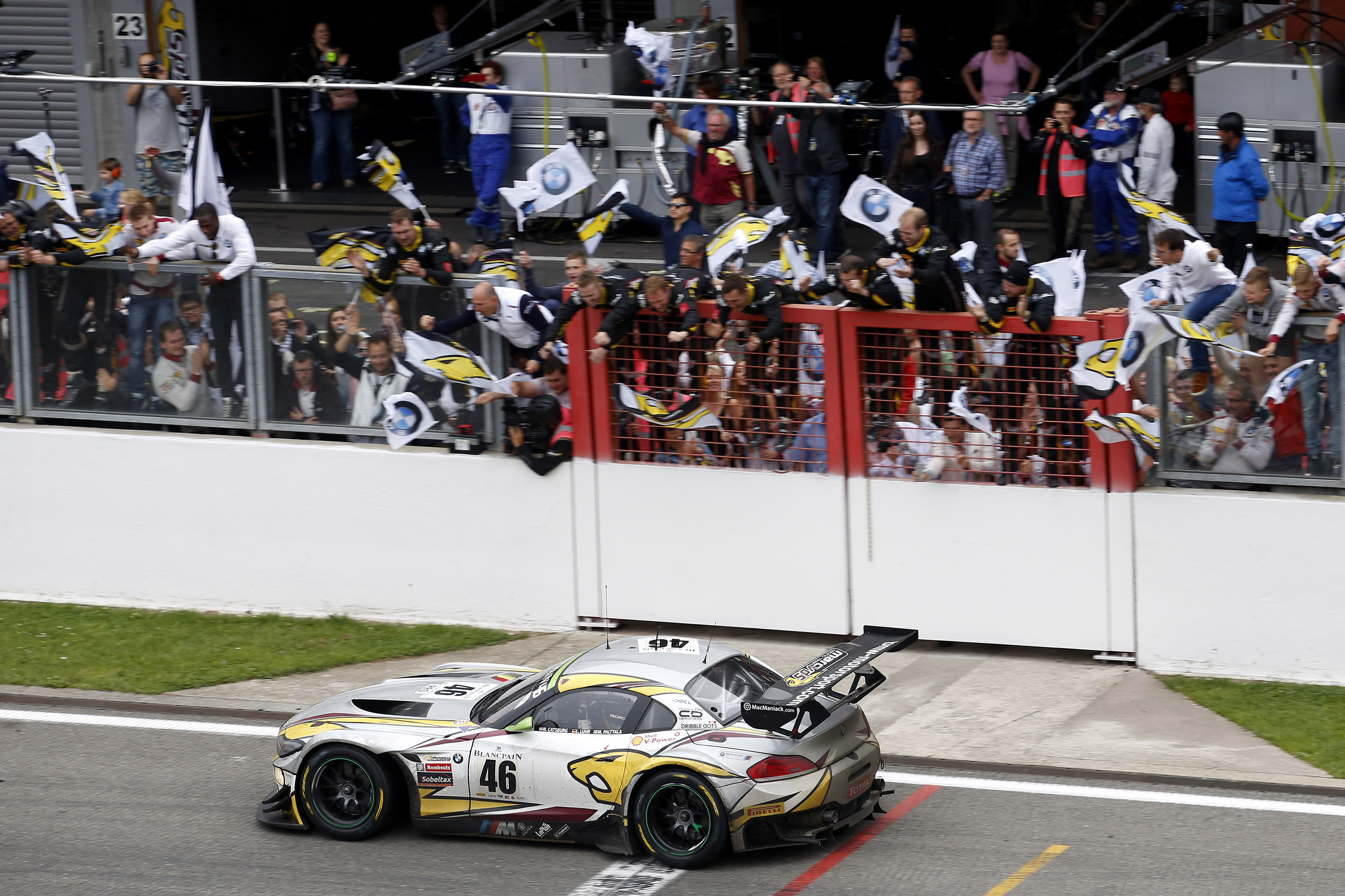 bmw z4 gt3 claims overall victory at spa 24 hours motrface. Black Bedroom Furniture Sets. Home Design Ideas