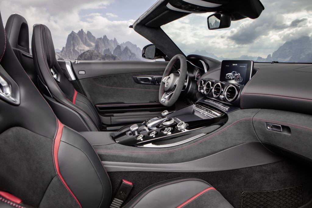 Mercedes-AMG GT Roadster interior